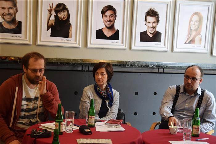 Na tiskové konferenci nechyběli ani ředitel divadla Ondrej Remiáš a za marketing Mirka Kvíčalová